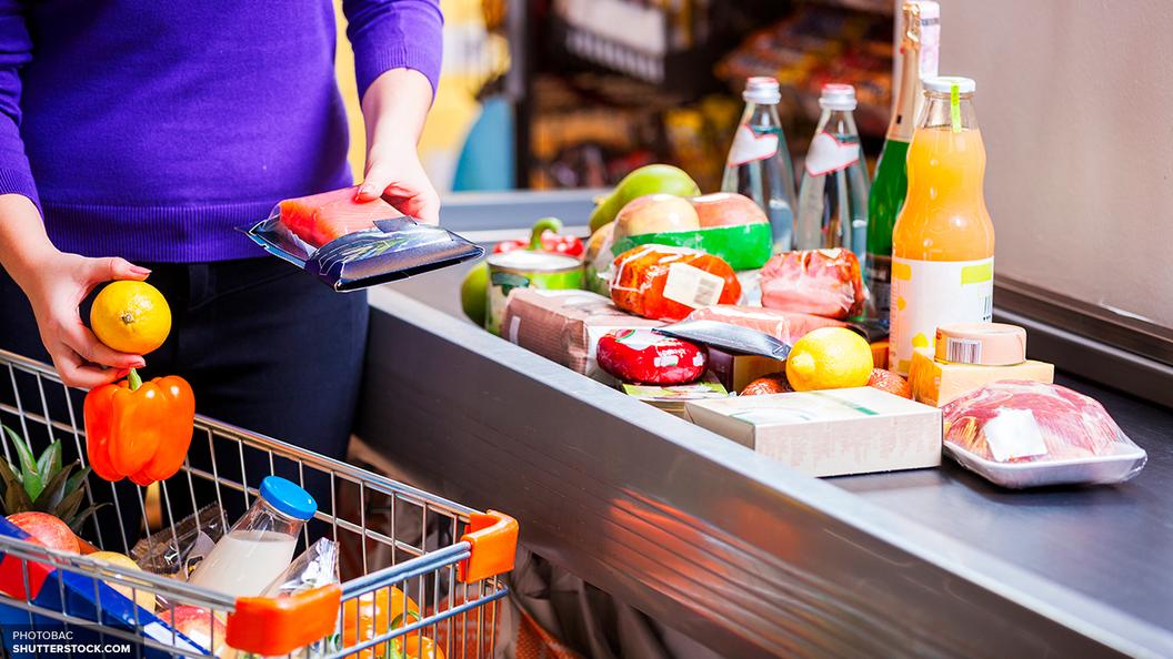 На выдачу продуктов по карточкам Минпромторг выделит малоимущим 300 млрд рублей