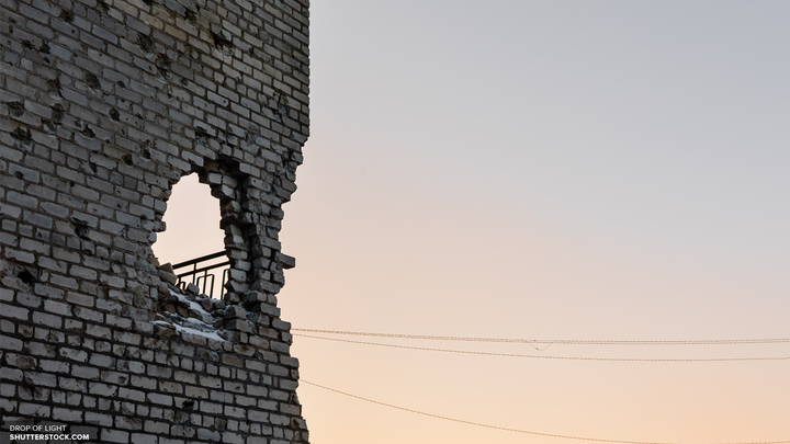 Украинские каратели обстреливают позиции ДНР в Спартаке