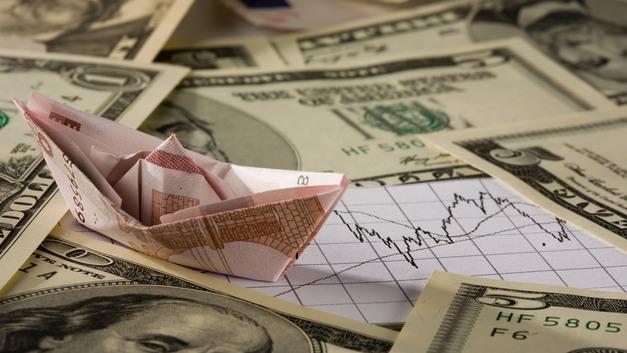 Курс доллара показывает снижение к мировым валютам