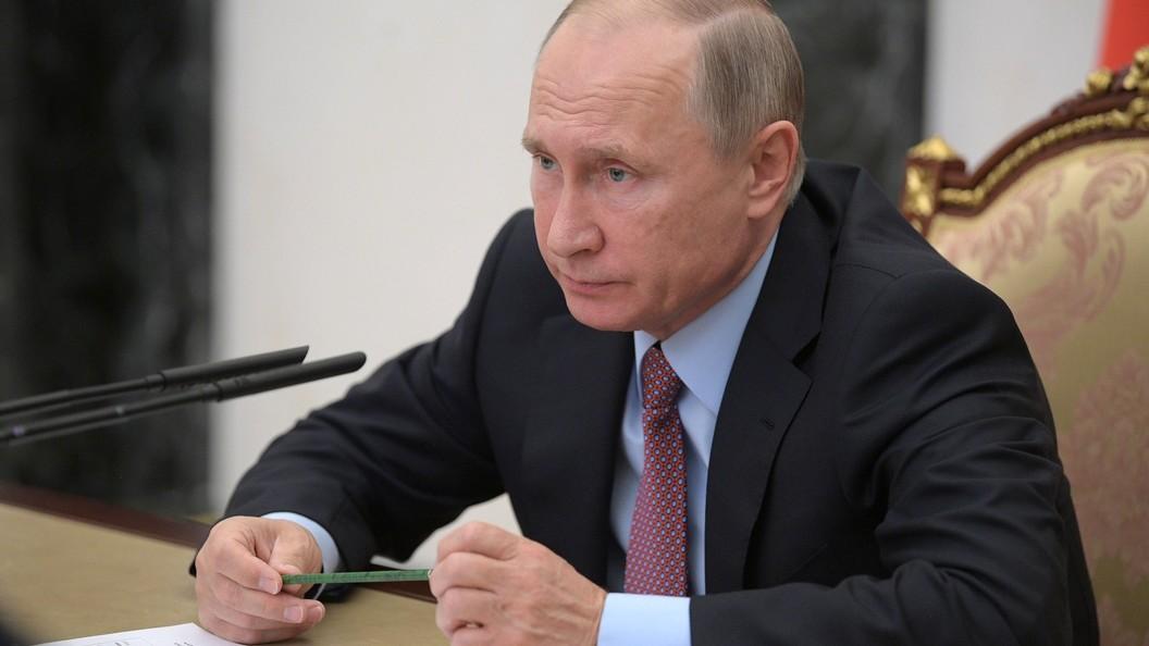 Путин начал совещание СПЧ с фотоснимками Доктора Лизы вруках