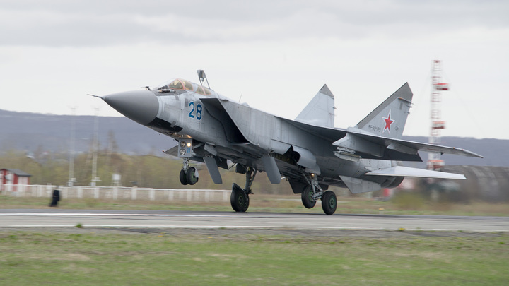 Бахнуло дважды, окна зазвенели: Две эскадрильи Миг-31 перешли на сверхзвук над Пермским краем