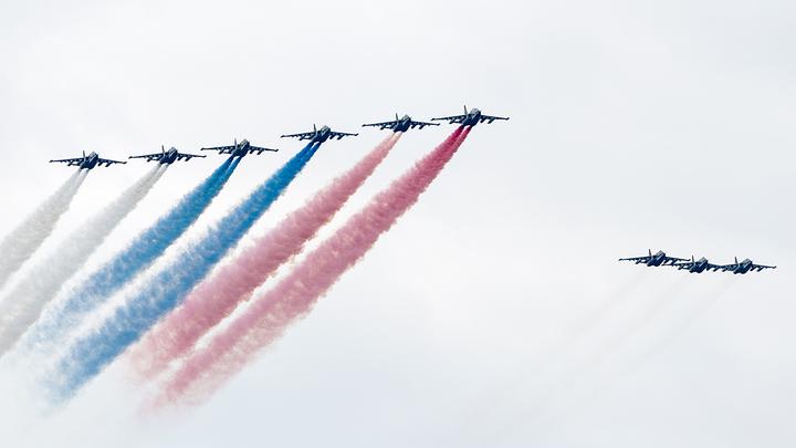 Русские пилоты показывают своё мастерство в Кубинке - прямая трансляция в День Победы