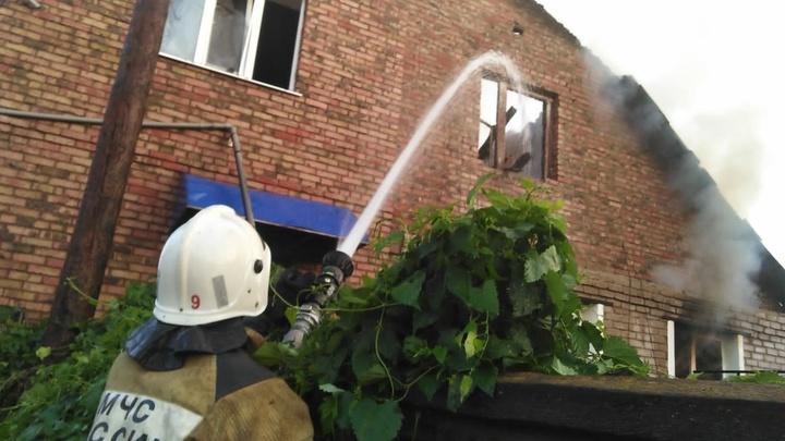 В Самаре ночью сгорело сразу два дома: пожар тушили 87 человек