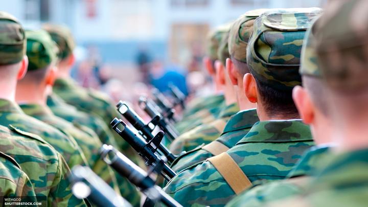 Путин наградил 16 спецназовцев, отбивших атаку 300 боевиков в Сирии