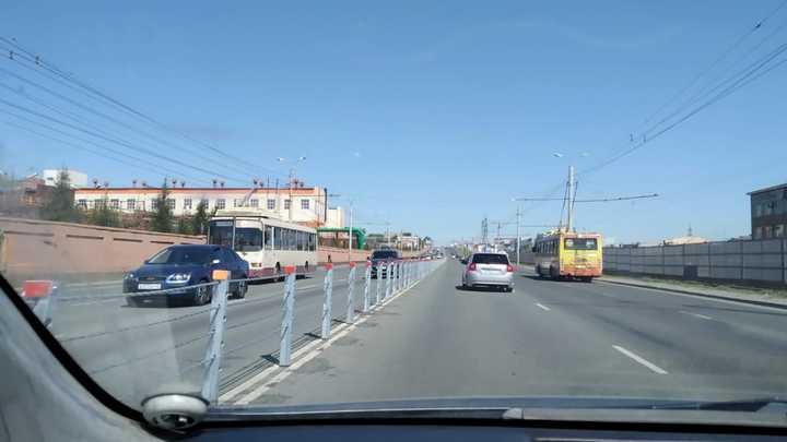 Решили сэкономить: администрация Челябинска объяснила выбор тросовых ограждений на дорогах