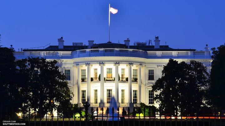 Американцы высмеяли сенсацию о красных вспышках в окнах Белого дома