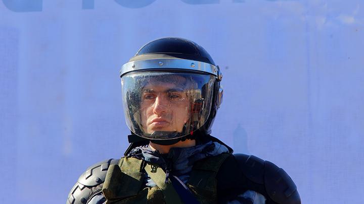 Мы с вами, братья, спасибо!:  Граждане благодарят Росгвардию и ОМОН за прекращение бесчинств в центре Москвы