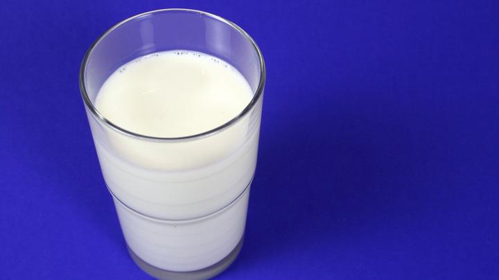 В молоке из Турции и Новой Зеландии обнаружили опасные вещества