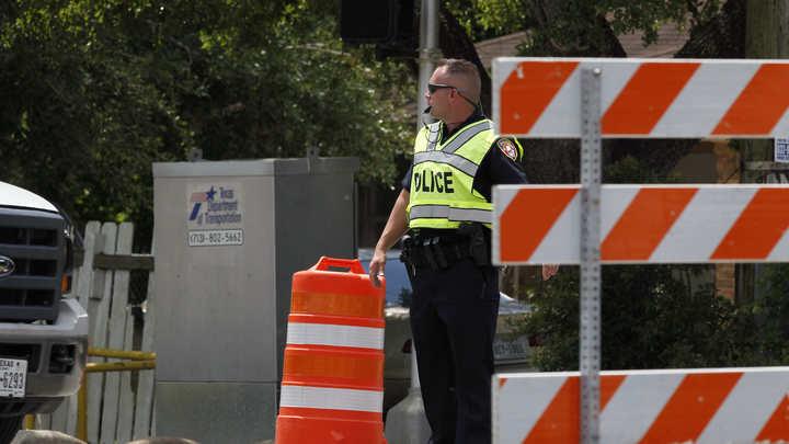 Вооруженный старик захватил заложников в доме в США
