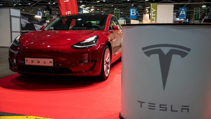 Смертельный дефект: Водитель Tesla заживо сгорел в машине из-за высокотехнологичных выдвижных ручек
