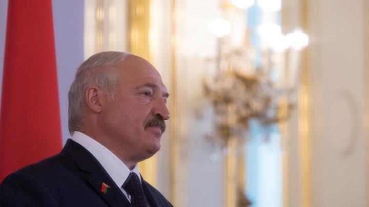 Президент, ты ещё здоров: Лукашенко пообещал не держаться за власть посиневшими пальцами