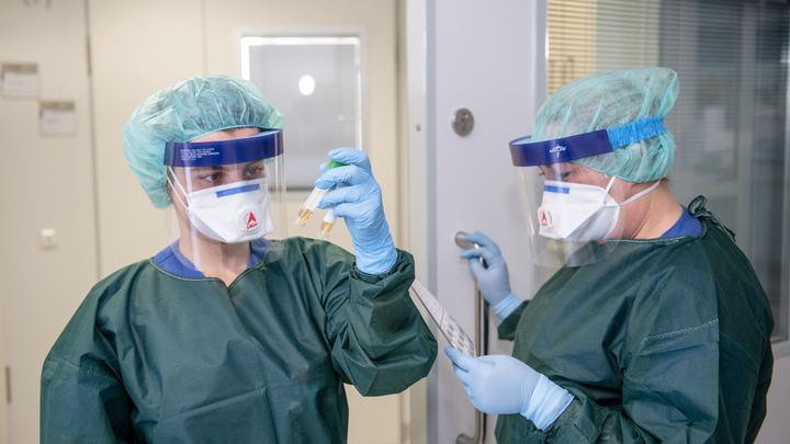 А давайте покажем, как человек умирает от коронавируса: Психолог рассказал, кому нужны аморальные мемы