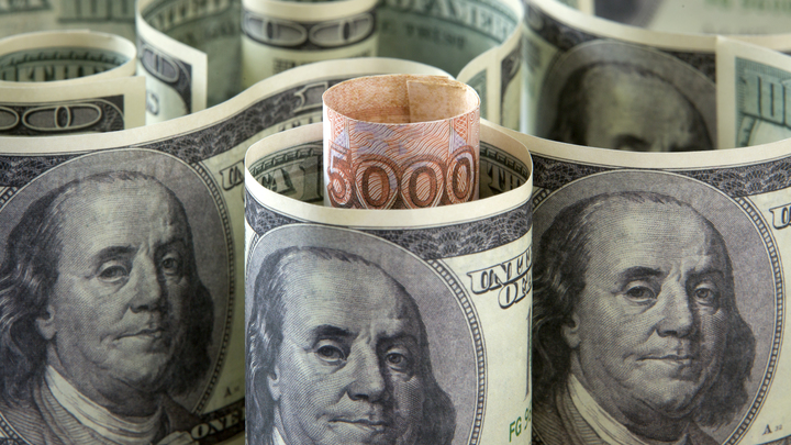Купить доллары или евро: экономист рассказал самарцам, как спасти свои сбережения