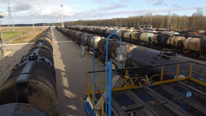 На фоне заявления Трампа о санкциях цены на нефть обновили полугодовой максимум