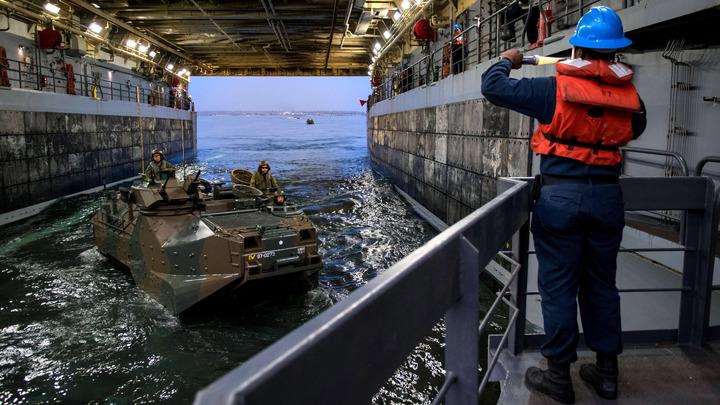 Зашел с тыла: Сухогруз случайно протаранил ракетный крейсер США