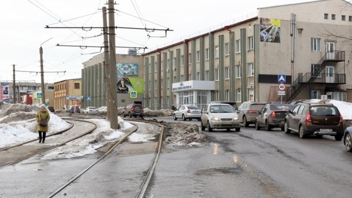 В Кемерове на неопределенный срок закрыли проезд по Сосновому бульвару