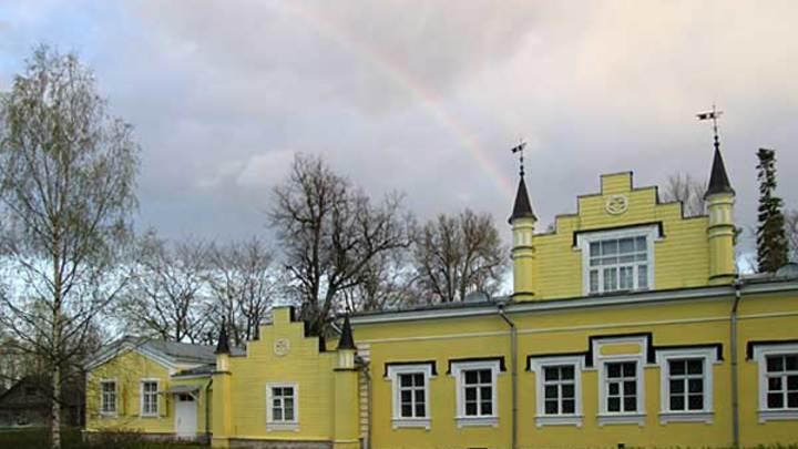 Уборщица музея Рериха в Ленобласти чуть не зарезала мужа-сторожа