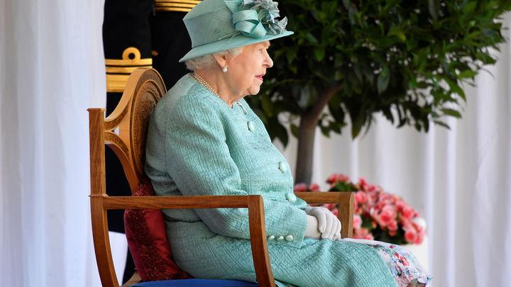 Дожить до ста лет: Назван любимый фрукт королевы Великобритании