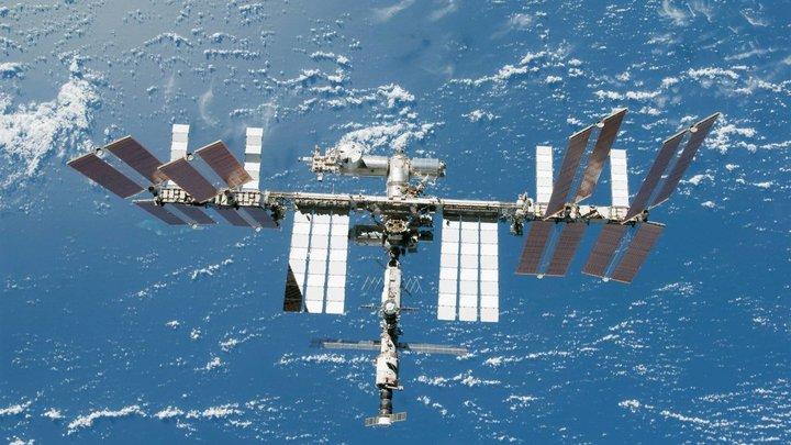 Действовать строго по инструкции: Почему космонавты не паникуют после утечки на МКС