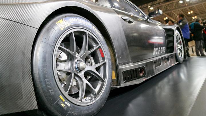 Премиальные бренды снижают цены на авто