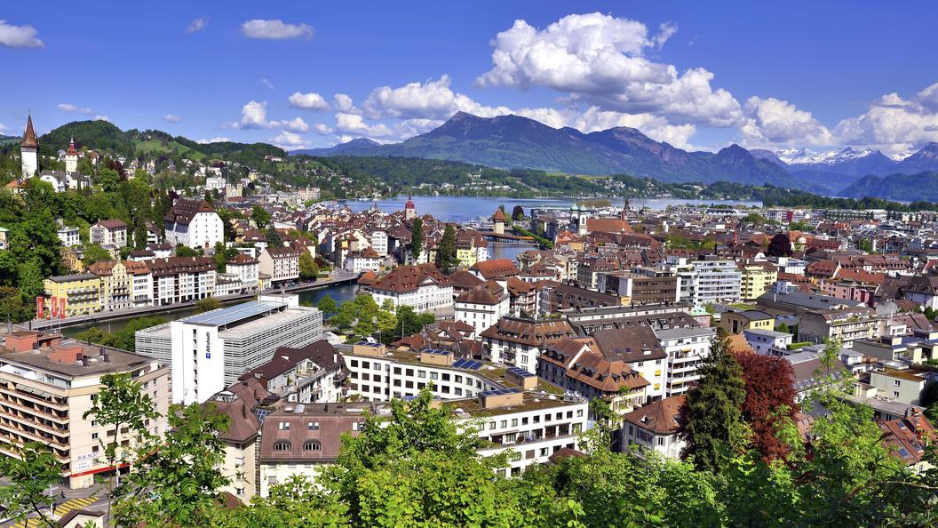 Антисемитизм по-швейцарски: евреям запретили ходить в бассейн