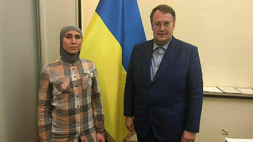 Следствие рассматривает две основные версии убийства Амины Окуевой, популярной участницы Евромайдана