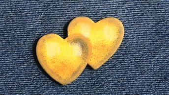 Вместо химии: Биотехнологи научили бактерию красить джинсы