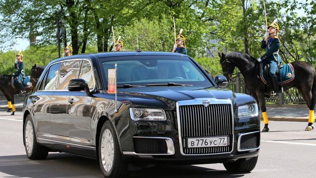Шик и функционал: Путин показал наследному принцу Абу-Даби лимузин проекта «Кортеж»