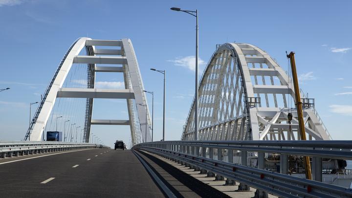 Пользователи Twitter сыронизировали над блюстителями демократии, страдающими из-за Крымского моста