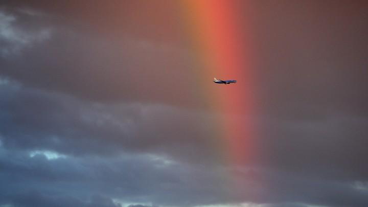 В летевший в Сочи самолёт ударила молния: Экипаж принял экстренное решение