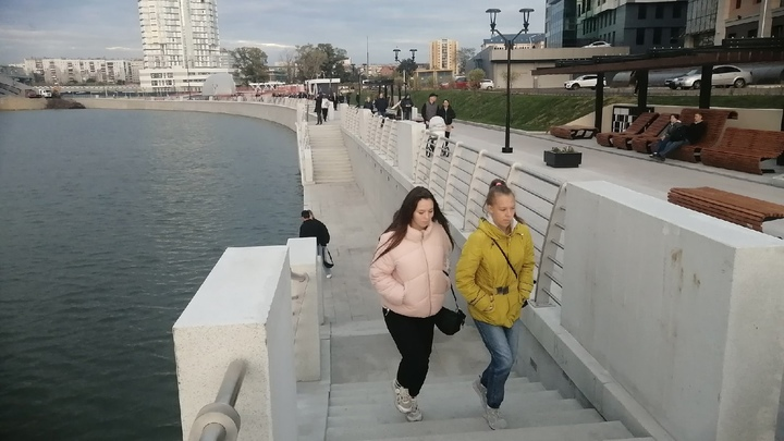На новой набережной в Челябинске легко упасть в воду