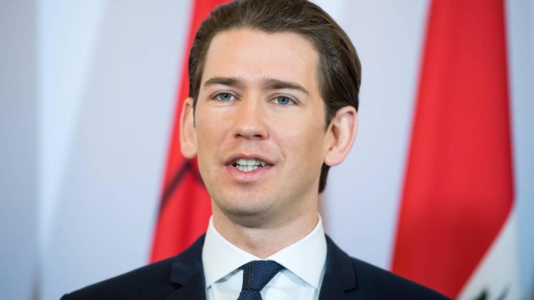 Канцлер Австрии поддержал поэтапное снятие санкций сРФ