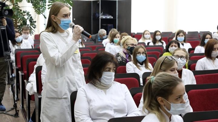 Губернатор Вадим Шумков встретился с молодыми сотрудниками больниц и поликлиник