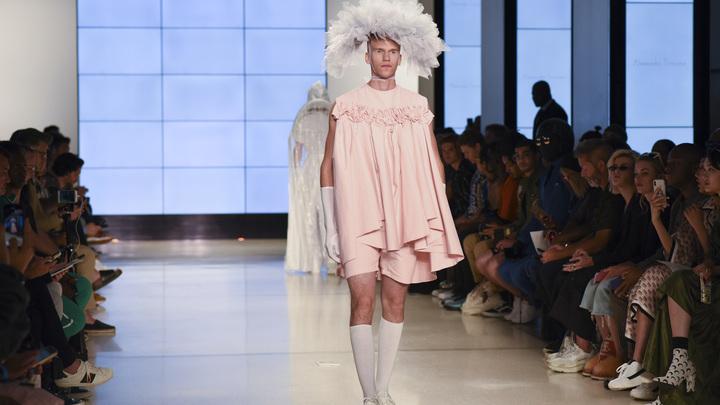 «Новичок» мне в глаза: Соцсети ужаснулись мужской неделей моды в Лондоне - фото