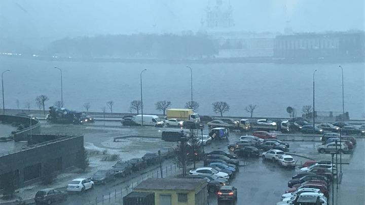 В Петербурге 10 апреля пошел снег