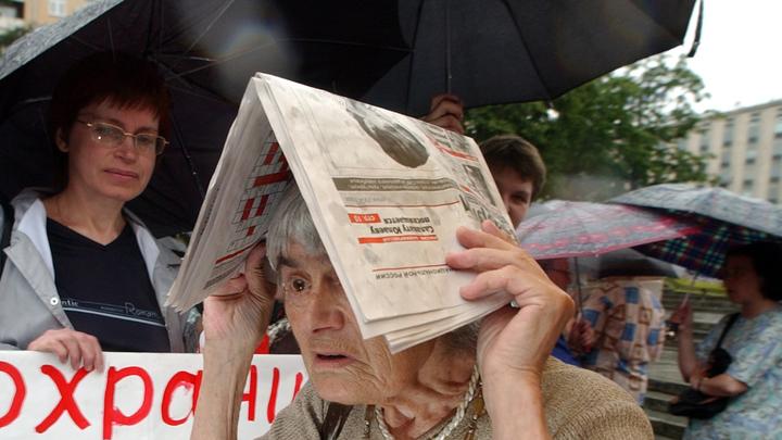 Промокни за Соболь: Участники митинга в Москве вместо оживления мертвецов надули штурмовиков