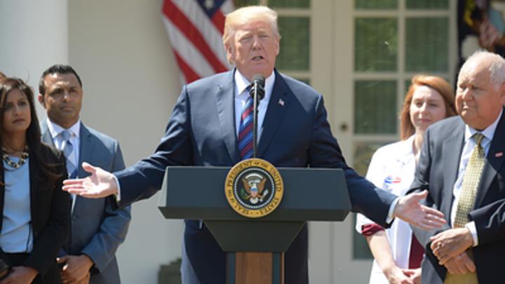 Белый дом в опале: Трампа бойкотируют даже футболисты