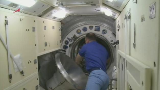 Трещину в космическом корабле «Союз» проделали извне: Первые выводы спецкомиссии