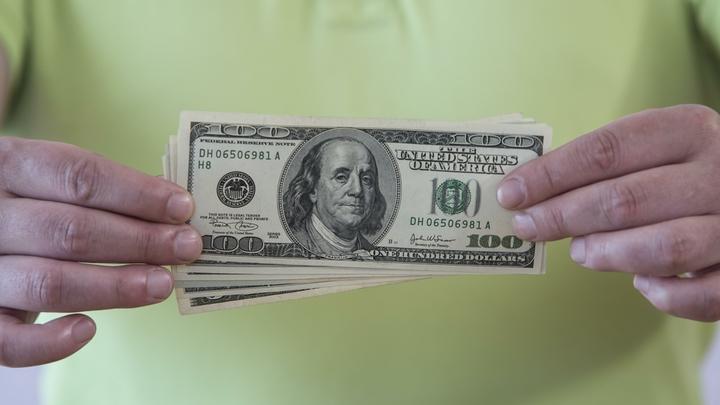 Страха больше нет? Русские богачи снова понесли валюту в банки - вернули почти миллиард