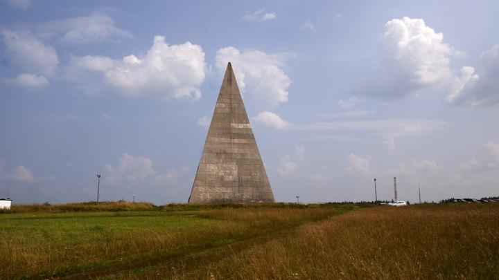 На месте снесенной ураганом пирамиды Голода установили времянку
