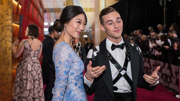 Эпатажный фигурист Адам Риппон пришел на церемонию Оскар в смокинге из ремней