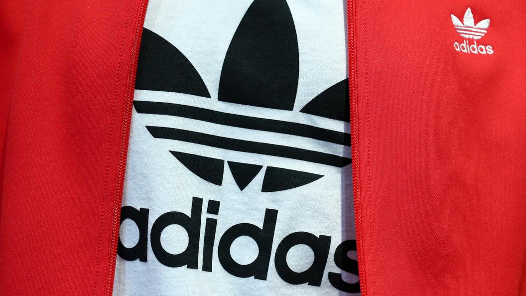 МИД Литвы назвал Adidas «больным» из-за майки «USSR»