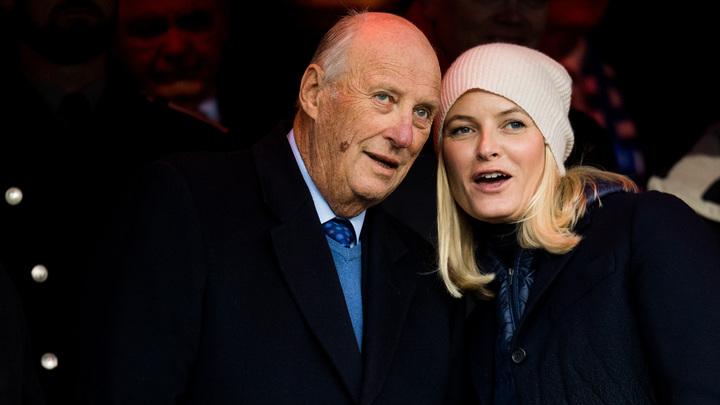 Король-матрос попал в больницу: Норвежцы встревожены - у монарха проблемы с дыханием