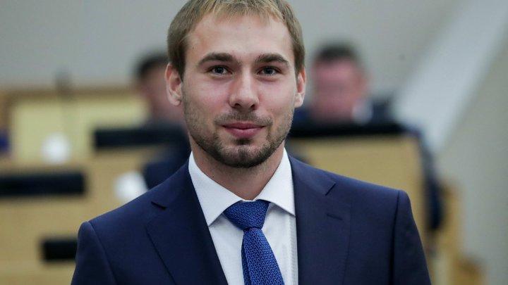 Депутат Госдумы вступился за уральского студента, которому занизили оценку из-за прически