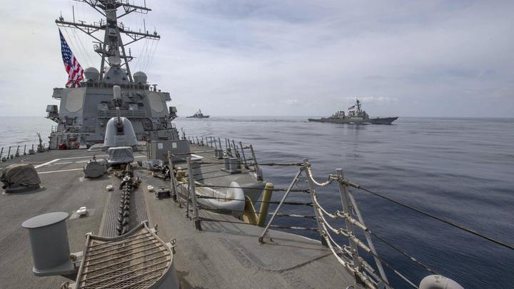 Не пугай ОМОН дубинкой: Баранец расшифровал послание кораблей НАТО русским