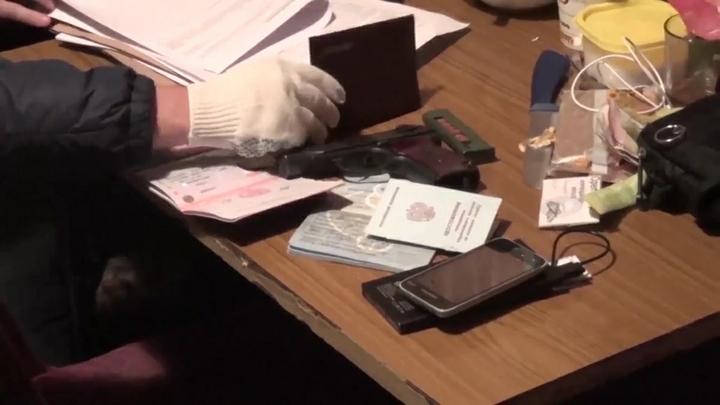 Спецназ ФСБ задержал 40 сотрудников ГИБДД, прокуратуры и автостраховых компаний- источник