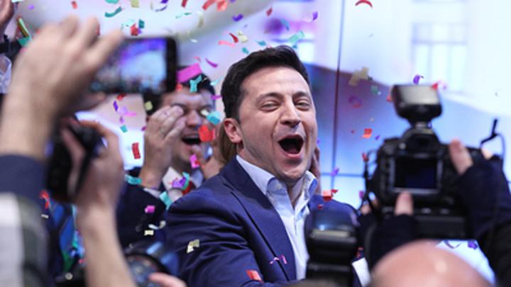 Просто бомба: Зеленский удивил украинцев плясками на сцене и поцелуем с подпрыгиванием - видео
