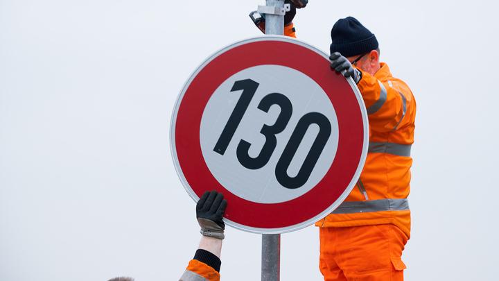В Госдуме требуют проверить видеокамеры и лишние знаки на дорогах вместо ужесточения штрафов