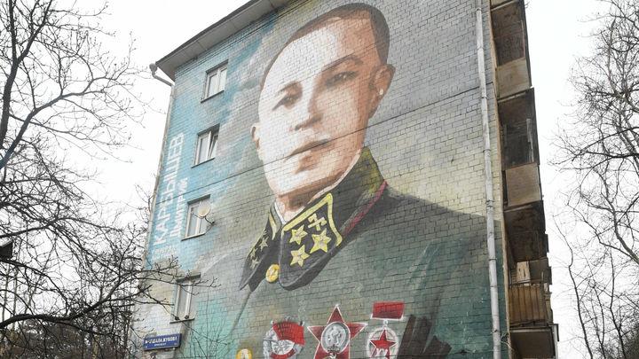 Там школьница у Гитлера спрашивает, как ей жить:  Адвокат Карбышева-младшего о полной версии шутки от  Comedy Woman