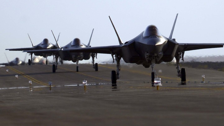 Проект F-35 окончательно признали в США полным провалом: Эксперты снова смотрят на старика F-16
